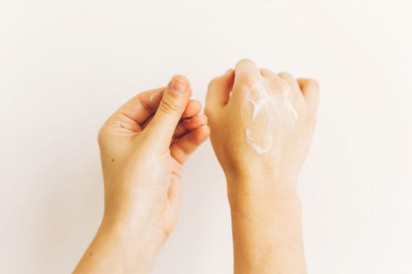 hands-applying-moisturizing-cream-and-massaging-sk-MQ4L6ZA8msjt0jOqeQe2